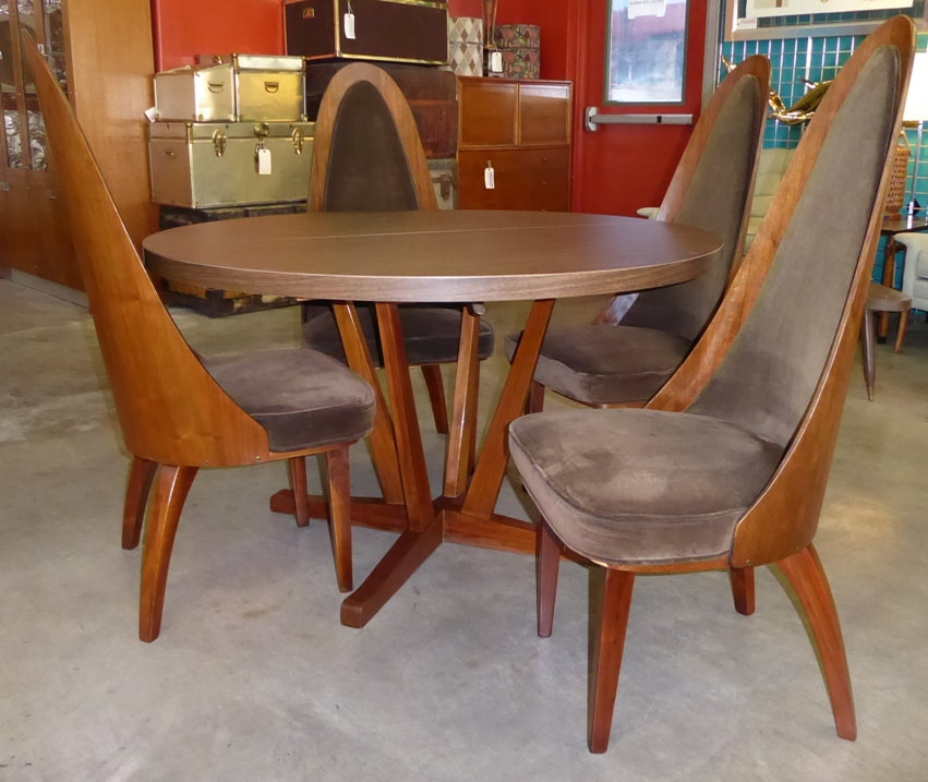 Chet Beardsley Dining Set