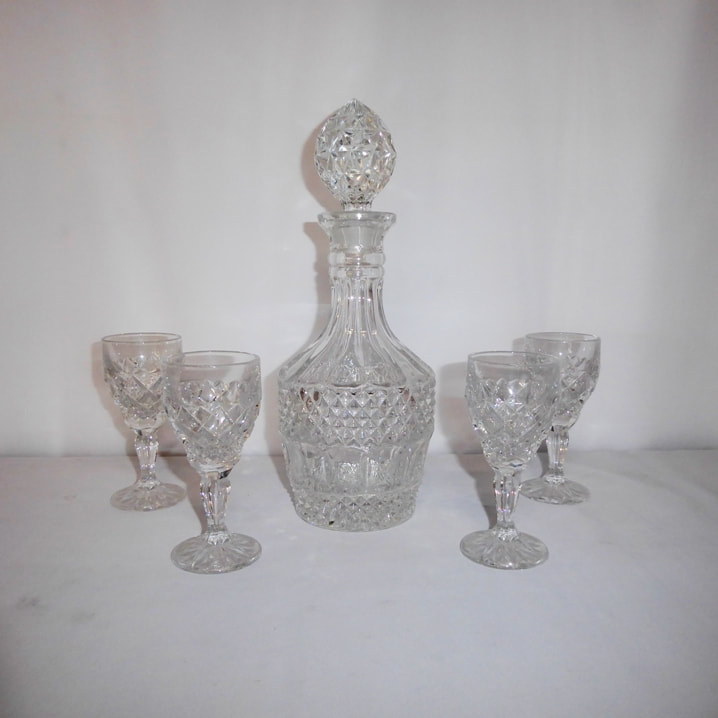 Molded Cut Crystal Decanter